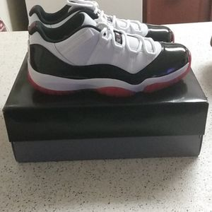 Air Jordan 11 Low Retro Low Concord Bred